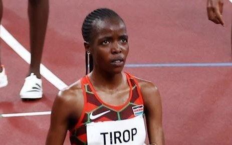 일본 도쿄에 있는 올림픽 스타디움에서 열린 여자 5000m 육상 경기에 출전한 케냐 선수 티롭. EPA 연합뉴스